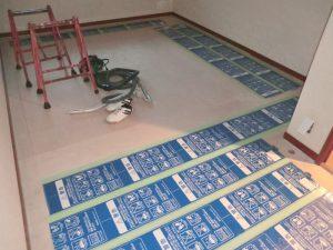 冬の軽井沢の寒さを和らげる床暖房の画像